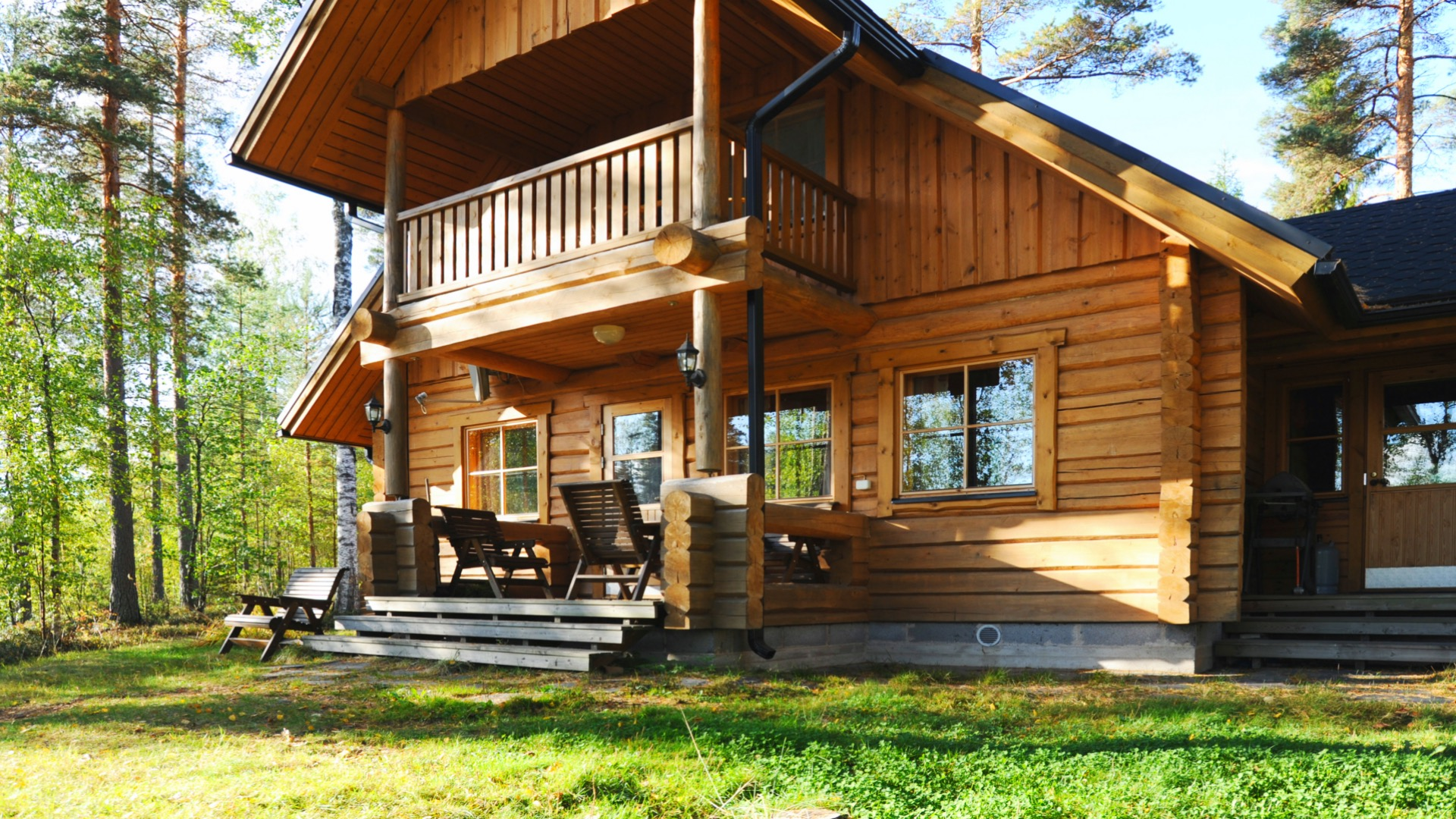 The cottage has 117 m2 space for 10 people, 4 bedrooms spread over 2 floors. A separate smoke sauna near the cottage.